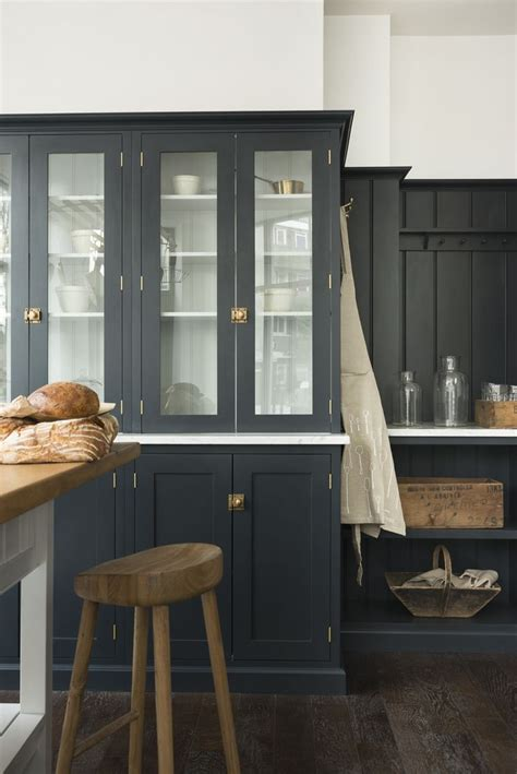 dark grey shaker cabinets 1000 ideas about dark blue kitchens on pinterest blue