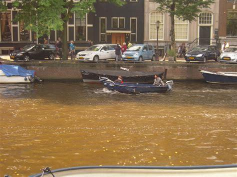 bootje waterfront boten in de gracht waterfront
