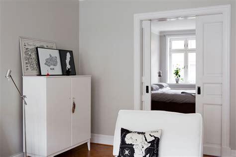 paredes grises muebles blancos suelo de madera blog decoracion estilo nordico delikatissen