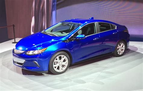 naias  chevrolet volt redesigned  revamped