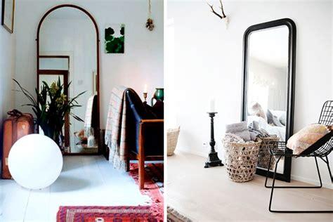 como decorar habitacion con espejos decora con espejos apoyados en el suelo