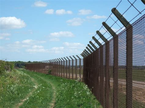 perimeter fence perimeter fence sculthorpe airfield 169 richard humphrey geograph britain and