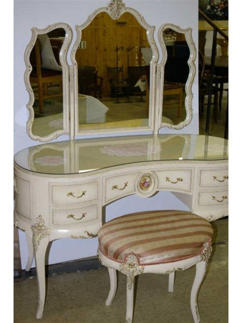 Provincial Vanity Stool by 6248 Best Images About Vanities On Dressing