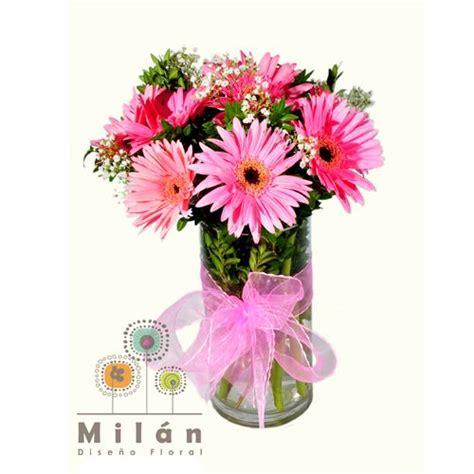 arreglos florales en floreros de vidrio porto arreglo de gerberas rosadas decorado con un toque