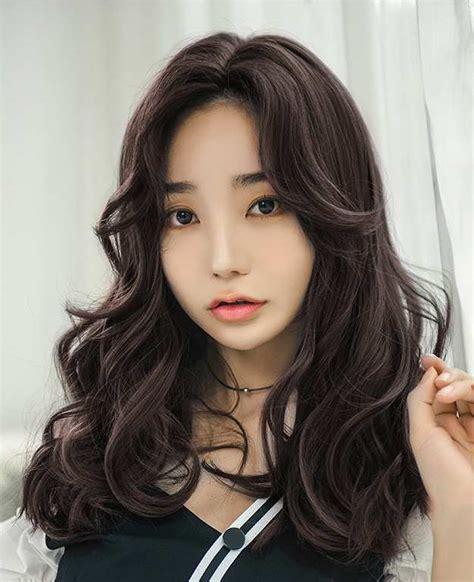 inspirasi populer model rambut  wanita panjang
