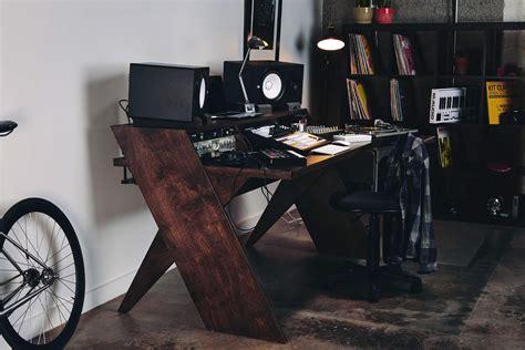 output launches studio desk  musicians designed  musicians