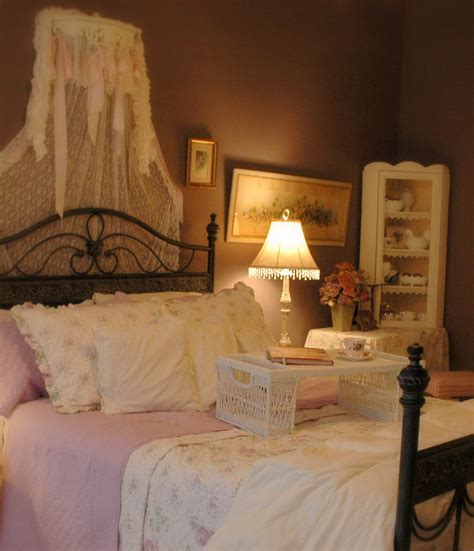 bedroom suites for girls girl in pink a purple master bedroom suite for the girl