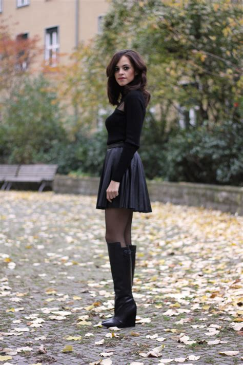 tulle turtle neck pleated leather skirt and high cut