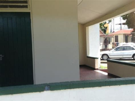4 bedroom 2 bathroom commercial building for rent in