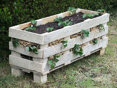 Make A Pallet by How To Make A Planter With A Single Palletdiy Pallet
