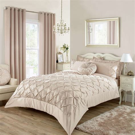 gardinen set schlafzimmer bedroom curtains and matching bedding ideas including