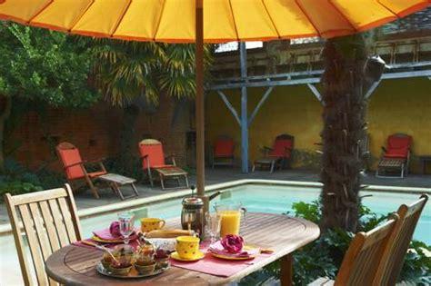 chambre d hote piscine int駻ieure logis hotel l arche de noe hotel no 233 31410