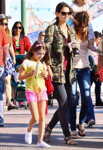62 years old clothes styles for 2015 katie holmes takes suri to disneyland amid tom cruise