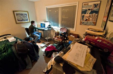 poor economy leads more college students to live at home