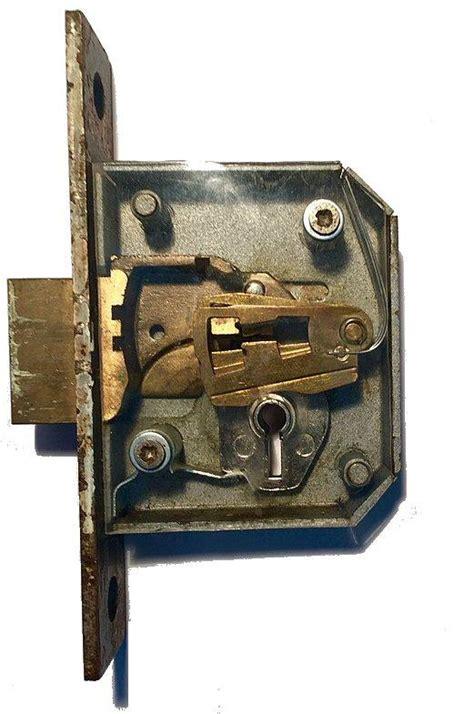 lockpicking guides types  locks    pick