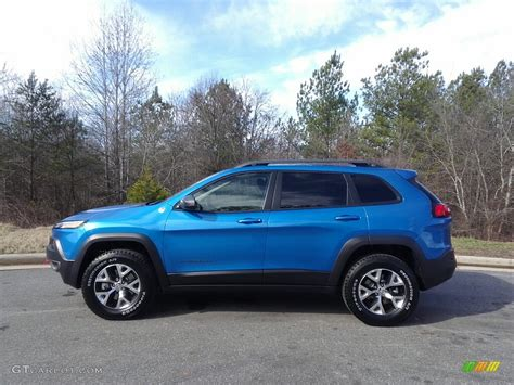 2017 Hydro Blue Pearl Jeep Trailhawk 4x4