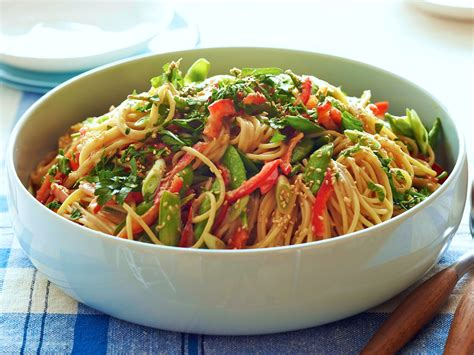 pasta salad with spaghetti noodles picnic salad recipes food network crunchy noodle salad
