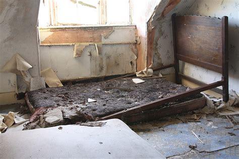 Broken Futon by Broken Bed Bedroom 2 Decaying Beds By Stussyexplores