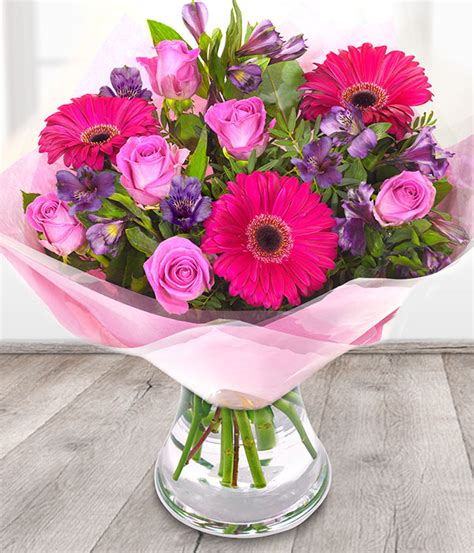 flowers for s day delivered flower delivery uk weneedfun