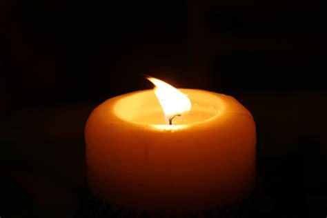 a lume di candela quot m illumino di meno quot e la spesa si fa a lume di candela