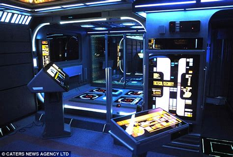 star trek bedroom tony alleyne trekkie loses his painstakingly recreated