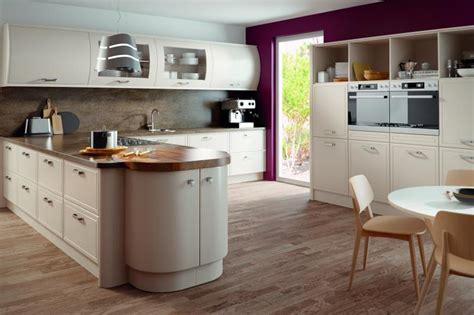 Euroline kitchen finished in Matt Cashmere