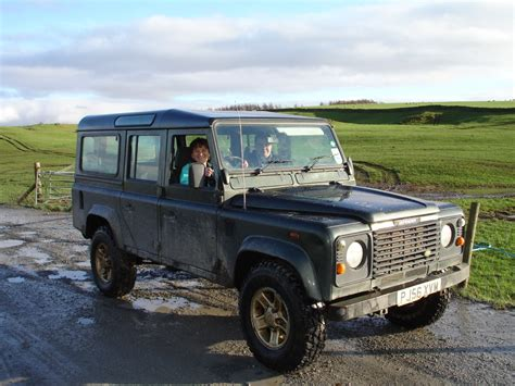 land rover driving course challenge zoe tank driving at holmescales