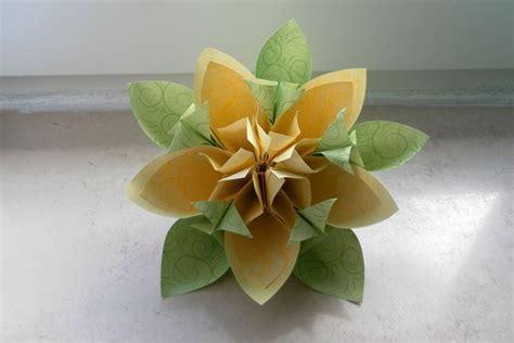 origami fiori kusudama come fare fiori origami di grande effetto fiori di carta