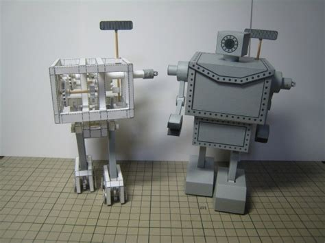Papercraft Robots - this mechanical robot is made completely from paper and a