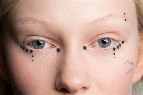 eyeball tattoo new trend beauty trend to try graphic eye tattoos livingly
