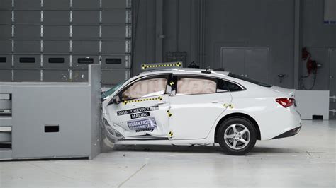 chevy malibu safety 2016 chevrolet malibu earns tsp from iihs