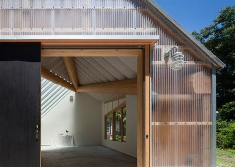 photography studio featuring corrugated plastic walls