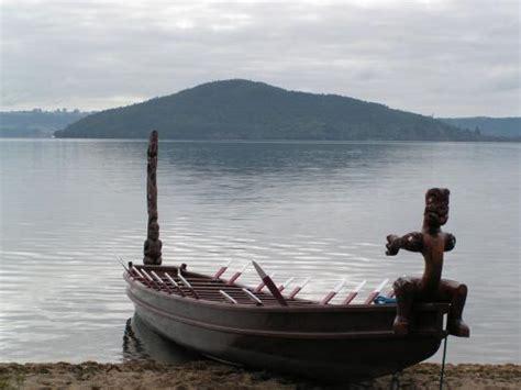 Wakai Wakal Replika Replica Murah mokoia island in the back ground of a selfie of kahukura