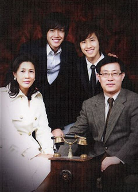 lee min ho family biography crunchyroll forum meet the parents siblings too