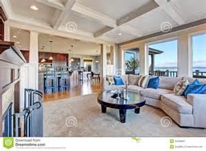 maison de luxe avec l espace ouvert plafond de coffered