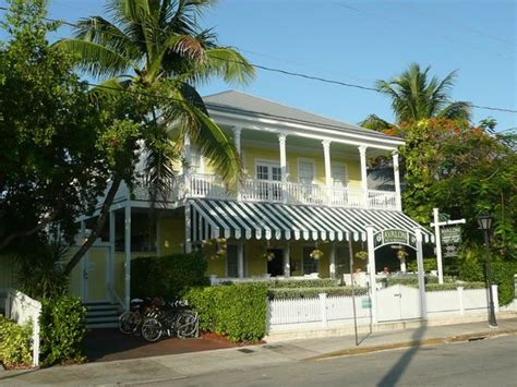 front picture of avalon bed and breakfast key west