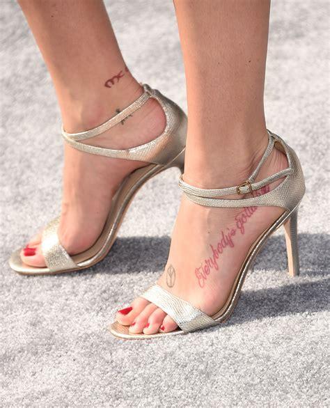 sarah dumont s feet