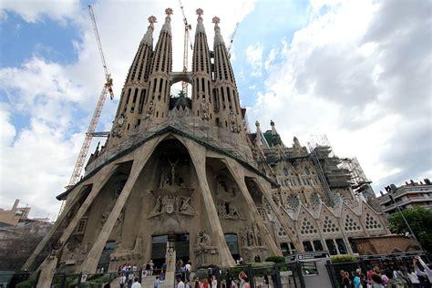 sagrada familia gaudi barcelona travel magazine