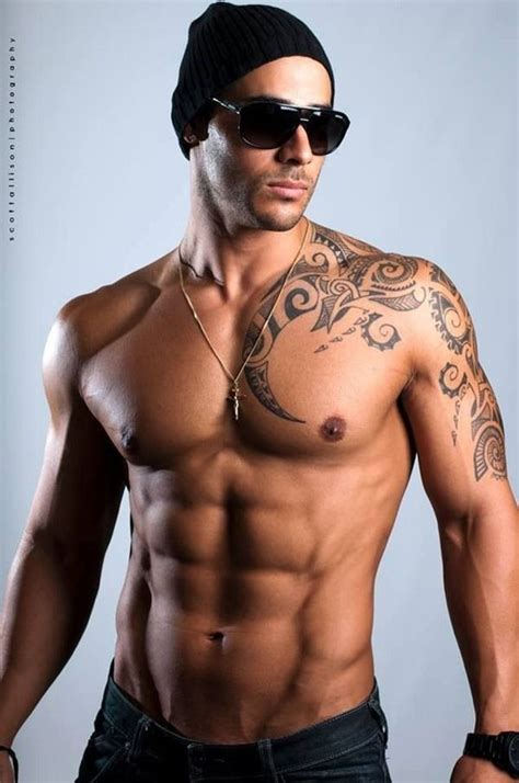 cool tattoos for men tribal shoulder tattoos guy
