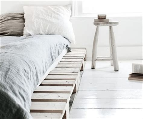 pallet bed frame instructions 13 inexpensive wooden pallet bed frame 101 pallets