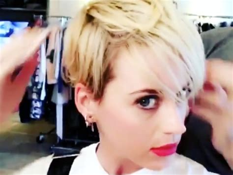 katy perry new hair cut katy perry debuts post split platinum pixie