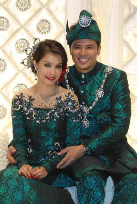 Baju Kahwin Songket Emerald Green 13 best images about weddin on green and wedding