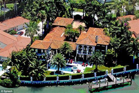 celebrity homes enrique iglesias miami house haammss anna kournikova aces a 7 4m deal for her luxury miami