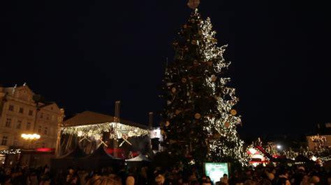 pool city christmas tree mercatino di natale praga repubblica ceca rm clip 324 221 482 in hd framepool stock footage