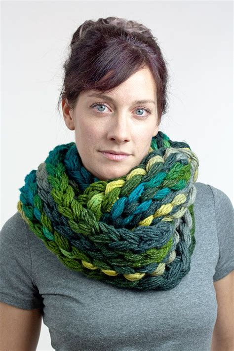 finger knit scarf finger knit chunky infinity scarf green teal