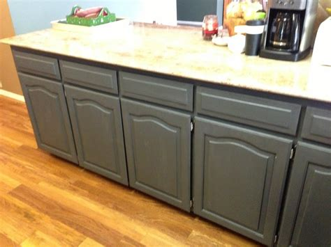 Paint To Use On Kitchen Cabinets by Using Chalk Paint To Refinish Kitchen Cabinets Wilker Do S