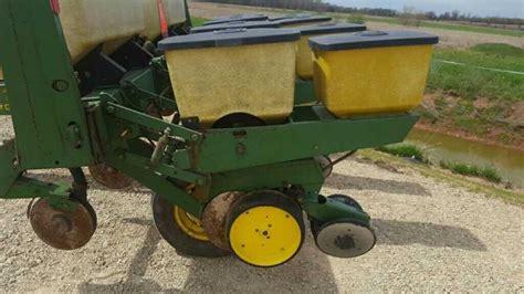 7000 Corn Planter by Deere 7000 Corn Planter