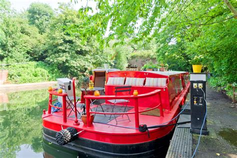 houseboat for rent london the 7 best airbnb houseboats