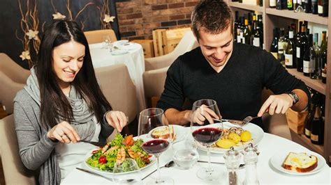 dinner restaurant 10 ways to save money out at restaurants