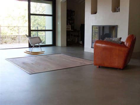 pavimenti grigio chiaro pavimento grigio chiaro zona giorno microcemento resina